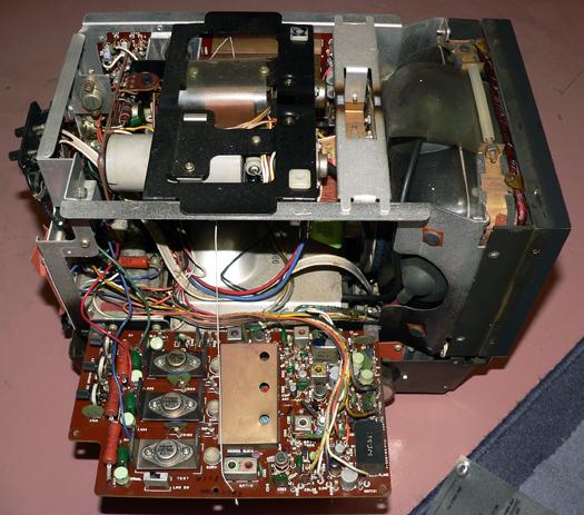Sony KV 7010U inside 4